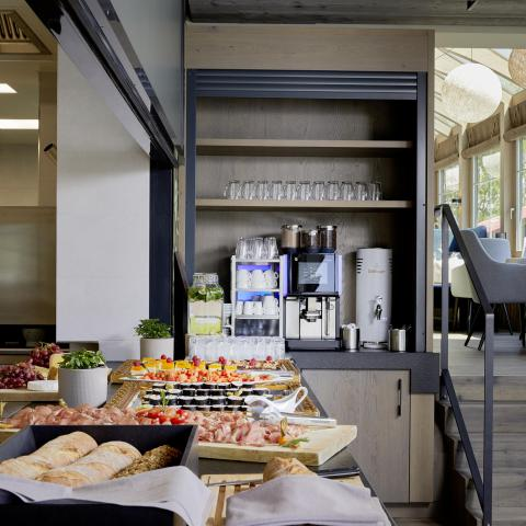 Buffet Wellnesshotel Tirol Innenarchitektur